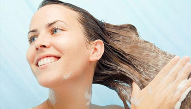 طريقة غسل الشعر الخفيف