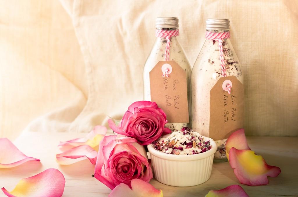 فوائد زيت الورد للبشره